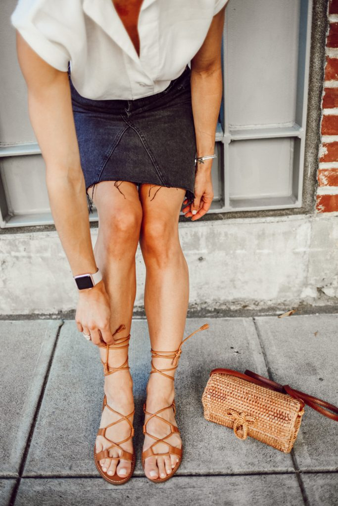 Blogger Mary Krosnjar wearing Madewell lace-up sandals and wicker bag