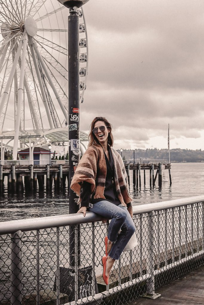 Blogger Mary Krosnjar wearing H&M Double Breasted Blazer and Highwaisted Denim