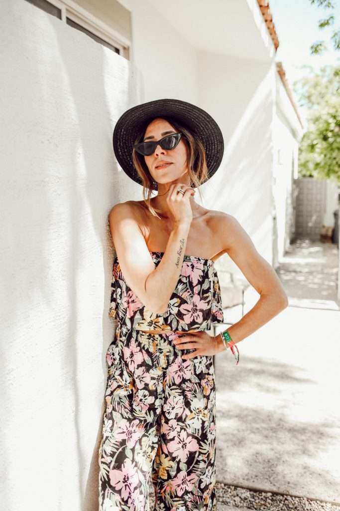 Seattle Fashion Blogger Sportsanista wearing $10 Cat Eye Sunglasses from Amazon and Packable Mesa Straw Hat. They perfect $10 sunglasses.