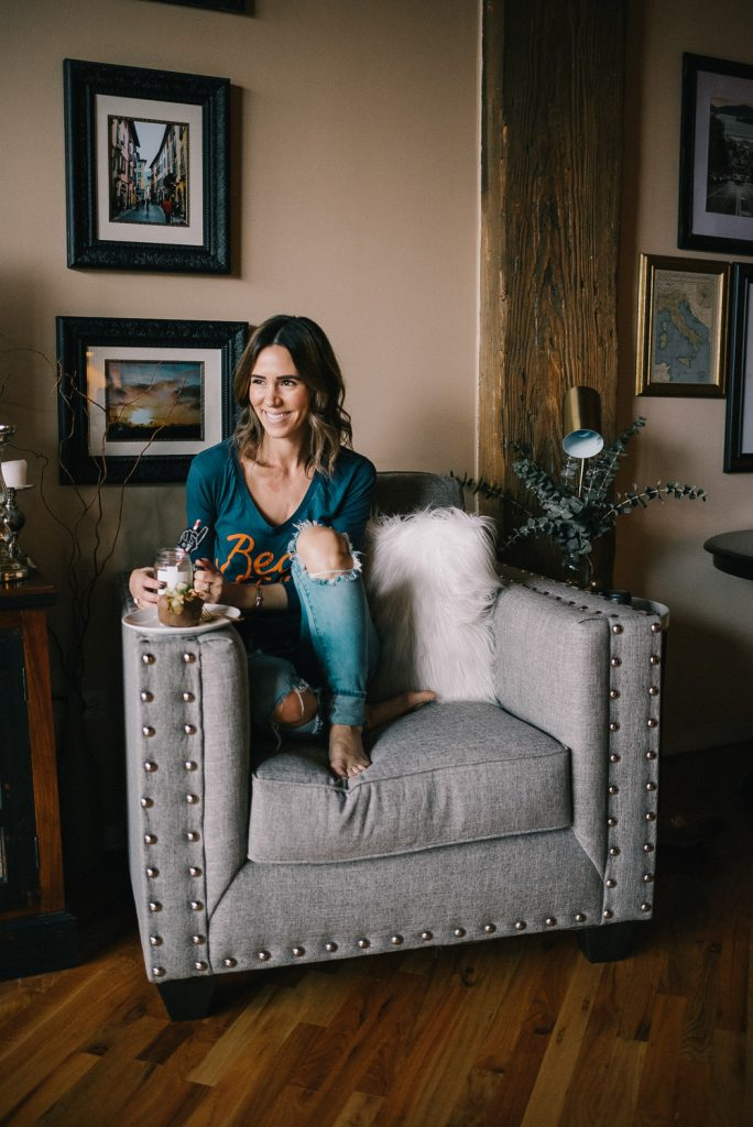 Blogger Mary Krosnjar wearing BLANK NYC denim and the RoomPlace furniture
