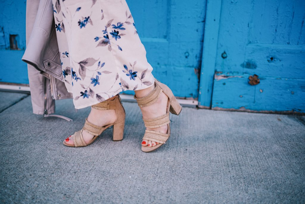 Blogger Mary Krosnjar wearing Floral Pants and Sam & Libby Sandals