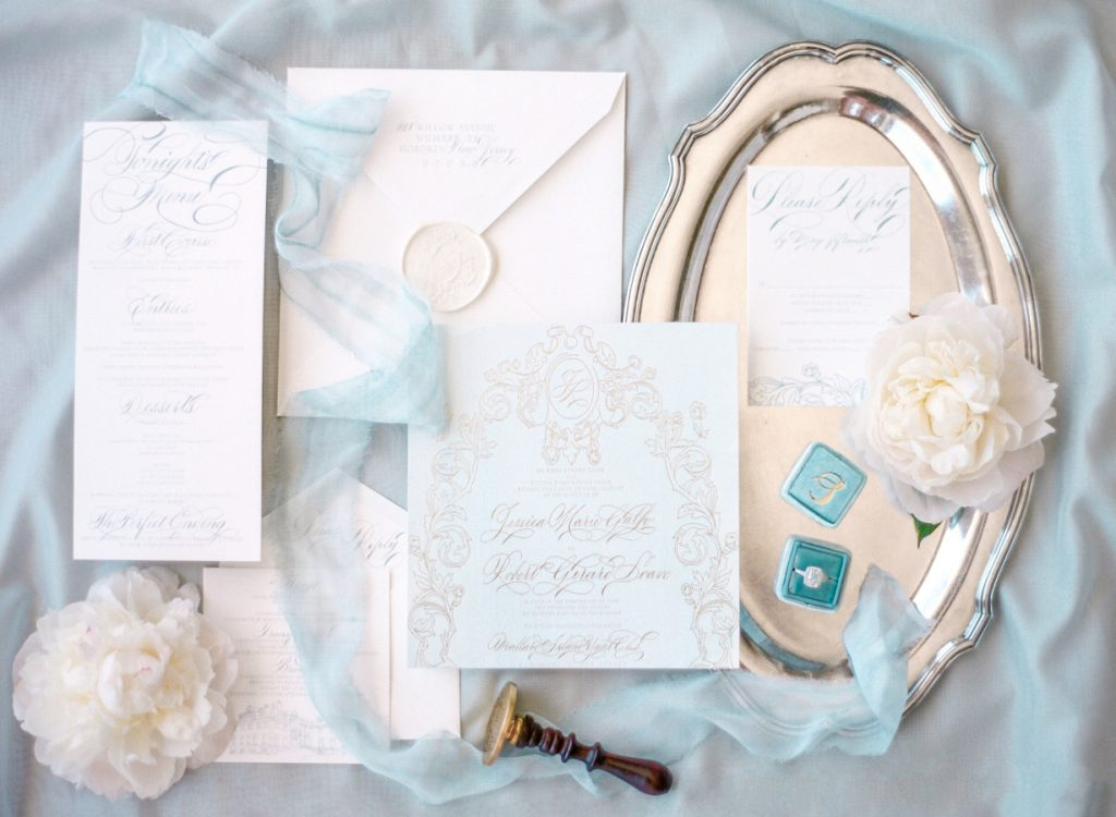 How to select wedding invites