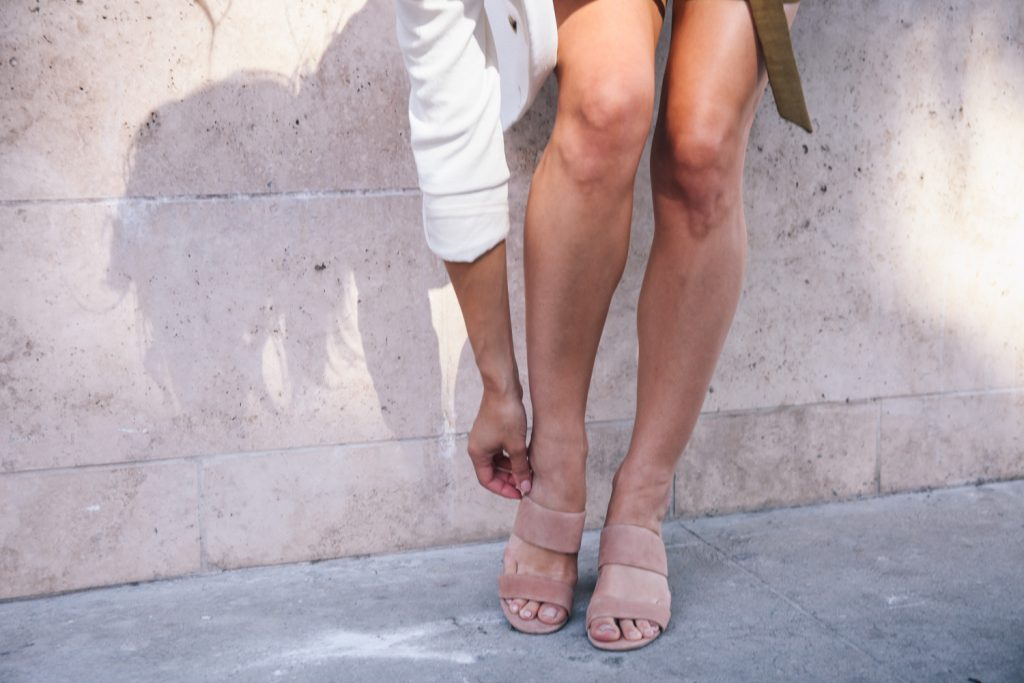 Blogger Mary Krosnjar wearing nude suede sandals