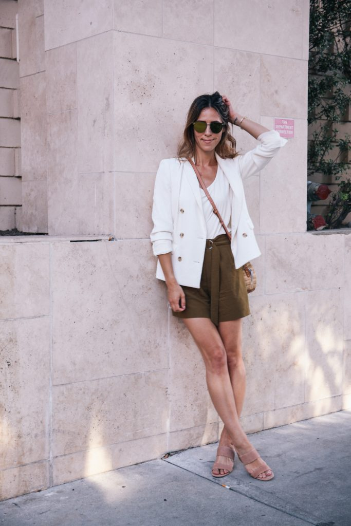 Blogger Mary Krosnjar wearing Corporate Casual Summer Look