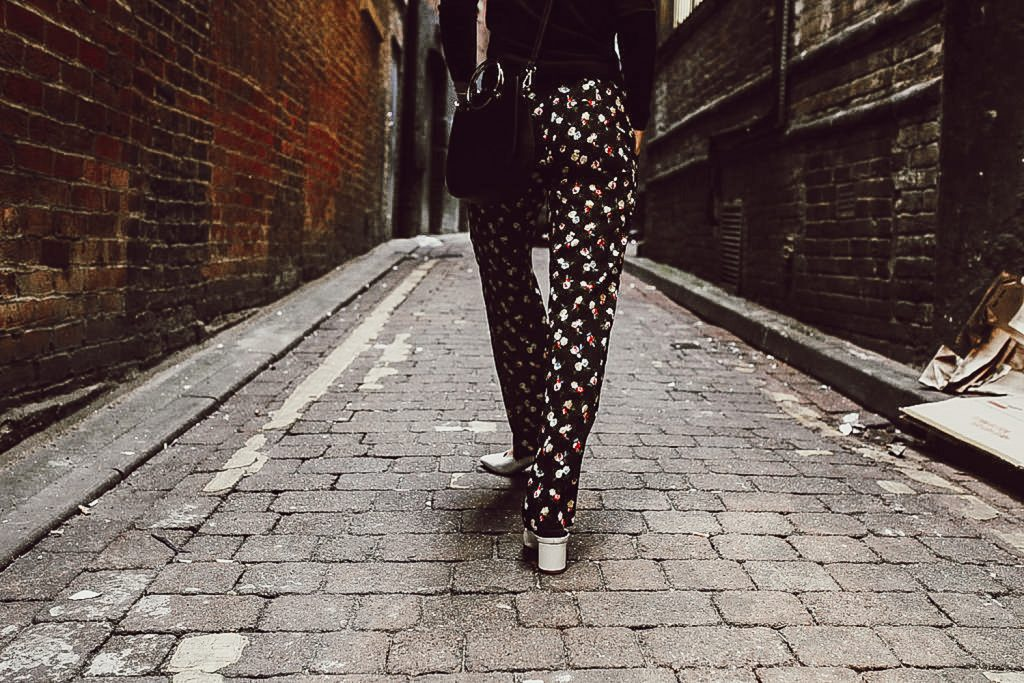 Blogger Mary Krosnjar wearing Ann Taylor Floral Pants