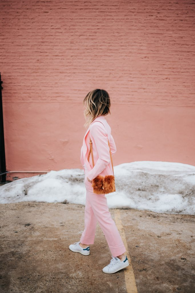 Blogger Mary Krosnjar wear Pink Blazer and Stan Smith Adidas