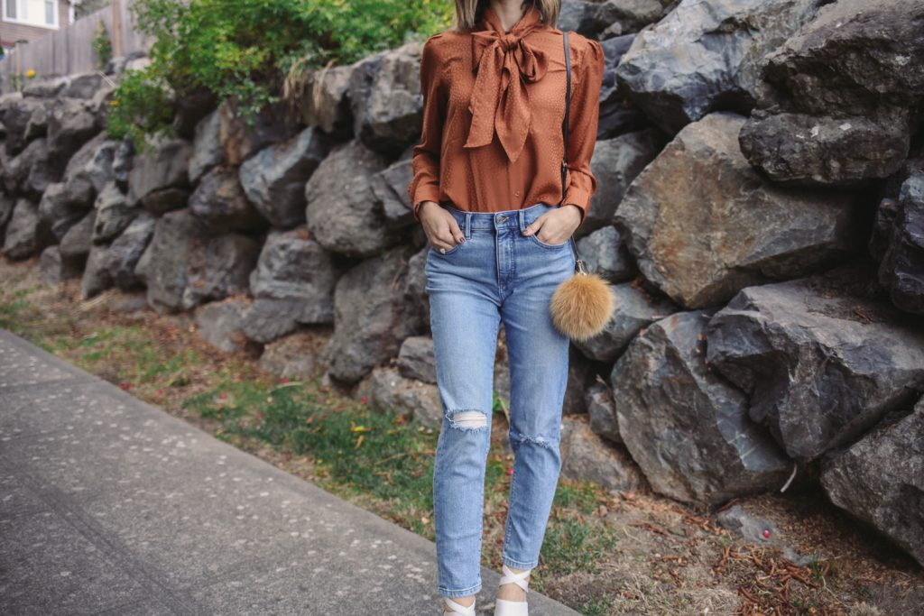 Blogger Mary Krosnjar wearing Tie Neck Blouse from Ann Taylor and Banana Republic Girlfriend Denim