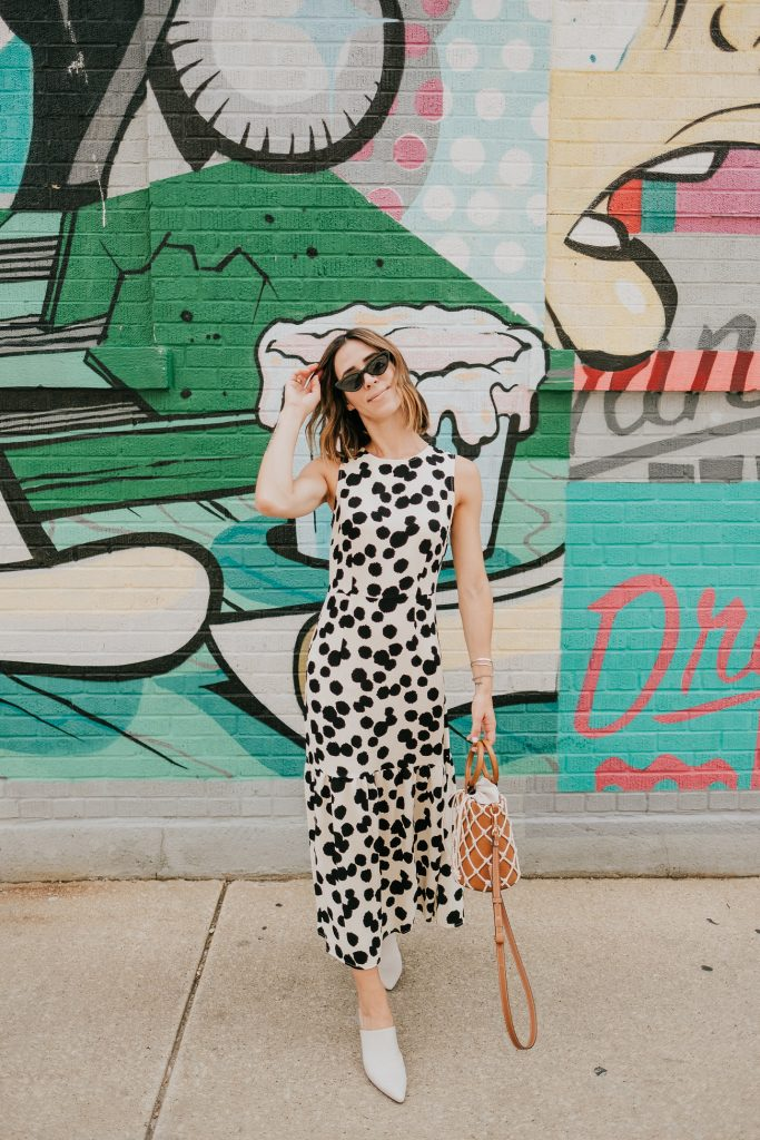 Blogger Mary Krosnjar wearing Who What Wear Polka Dot Sleeveless Ruffle Dress and Mango Net Bag