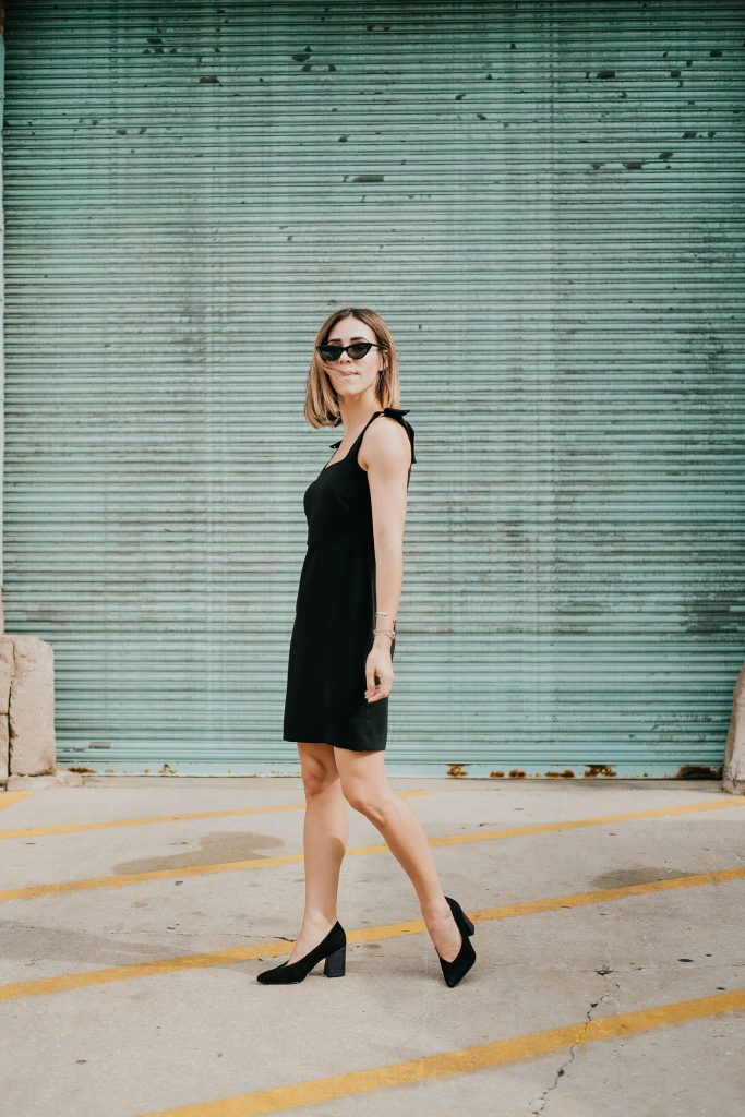 Blogger Mary Krosnjar wearing Ann Taylor Bow Strap Sheath Dress and Naturalizer Hope Pointy Toe Pump