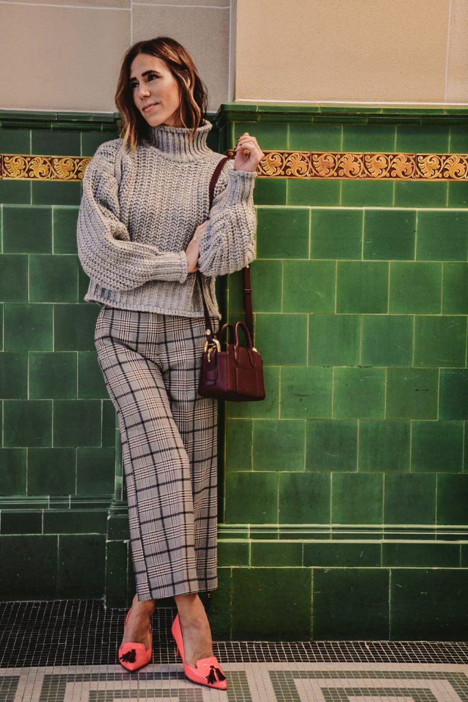 Blogger Mary Krosnjar wearing Chunky Cropped Sweater and Checkered Wide Leg Pants