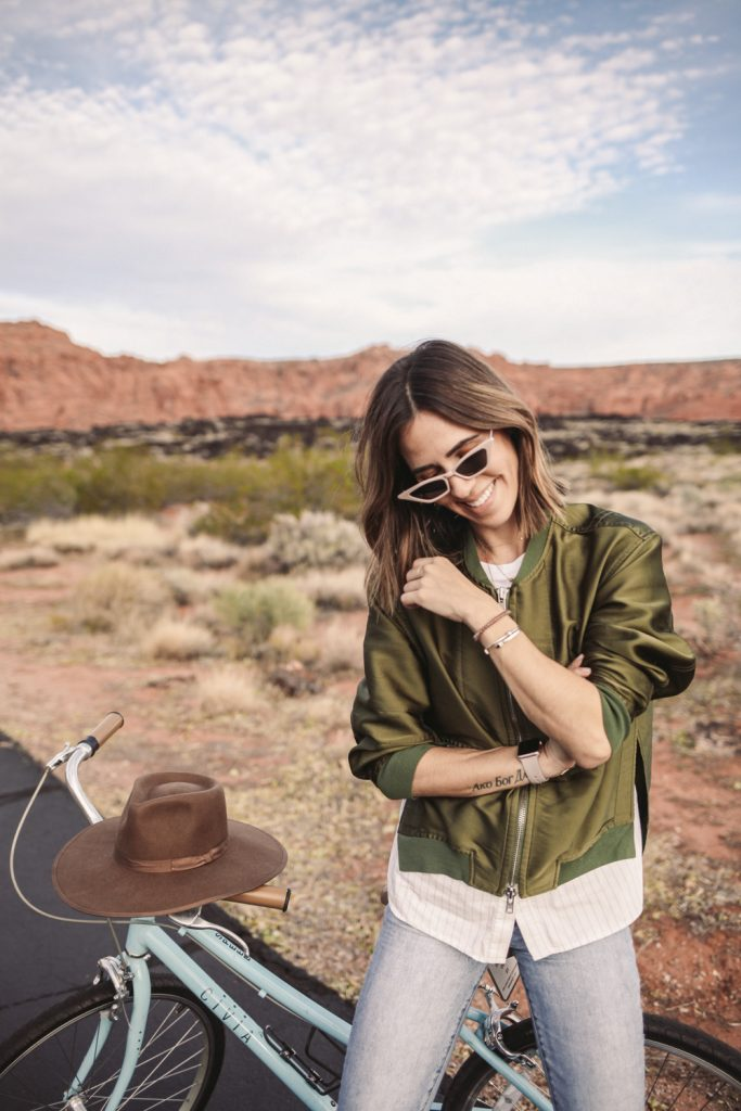 Blogger Mary Krosnjar wearing Brixton Wide Brim Hat and Banana Republic High waisted denim
