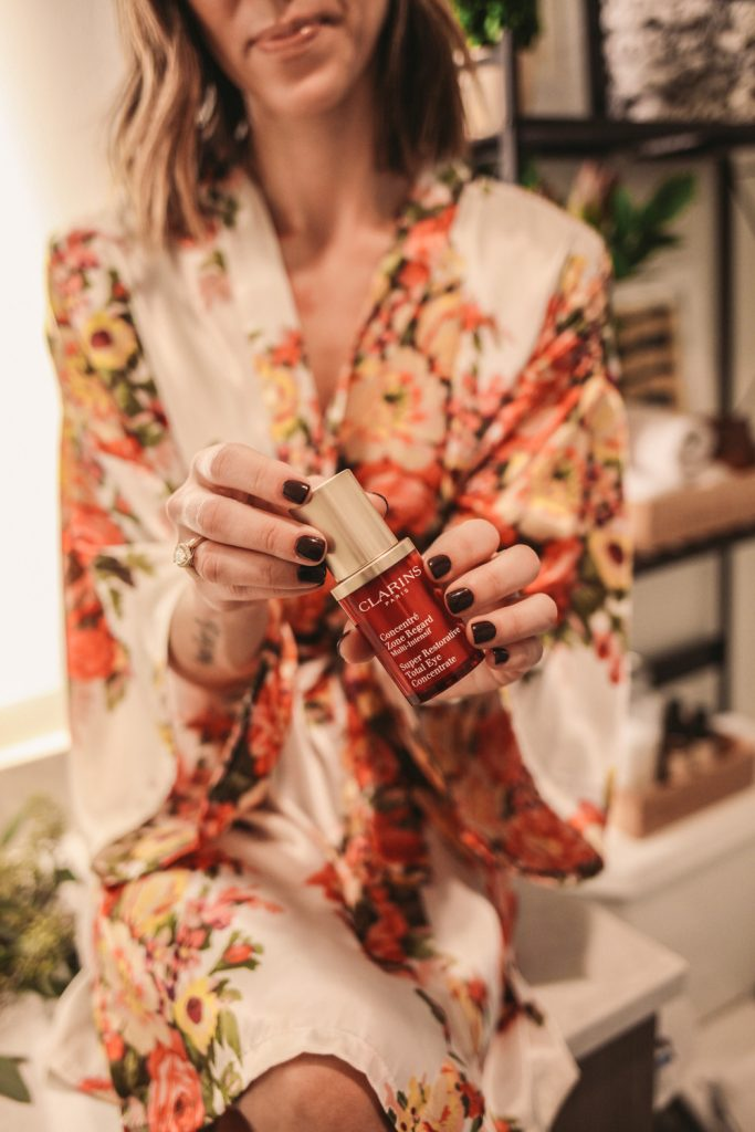 Blogger Mary Krosnjar wearing Clarins Total Eye Concentrate
