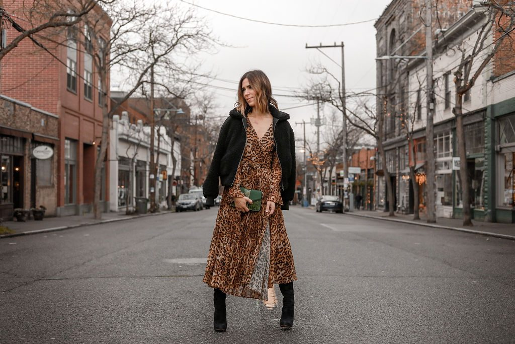 Blogger Mary Krosnjar wearing Topshop Sela Crossbody Bag and Sam Edelman Suede Over the Knee Boots