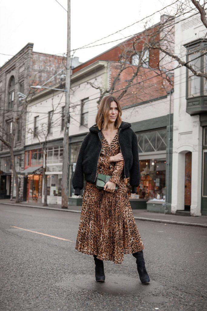 Blogger Mary Krosnjar wearing H&M Pleated Leopard Dress and Topshop Sela Crossbody Bag