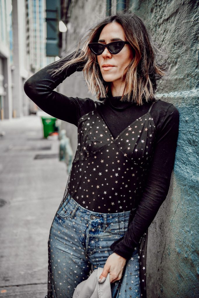 Blogger Sportsanista wearing Everlane The Pima Micro Rib Turtleneck and H&M Vintage Slim Ankle Jeans