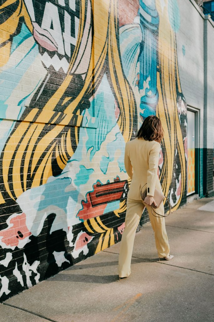 Seattle Fashion Blogger wearing yellow suit in Chicago