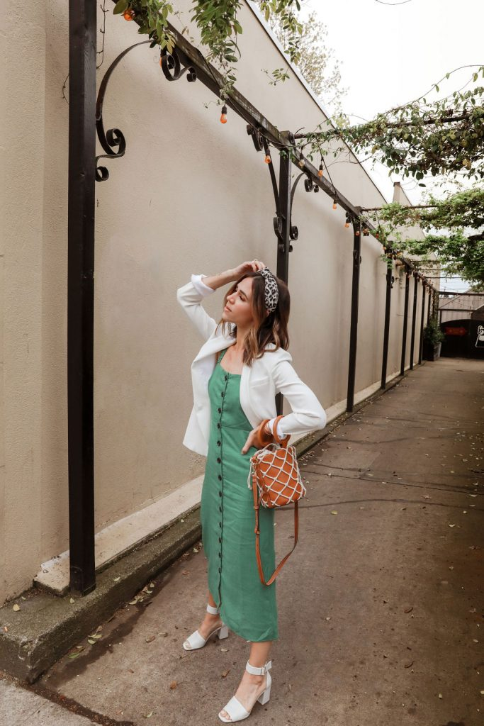 Seattle Fashion Blogger Sportsanista wearing linen midi dress and woven bag. How to styled a midi dress.