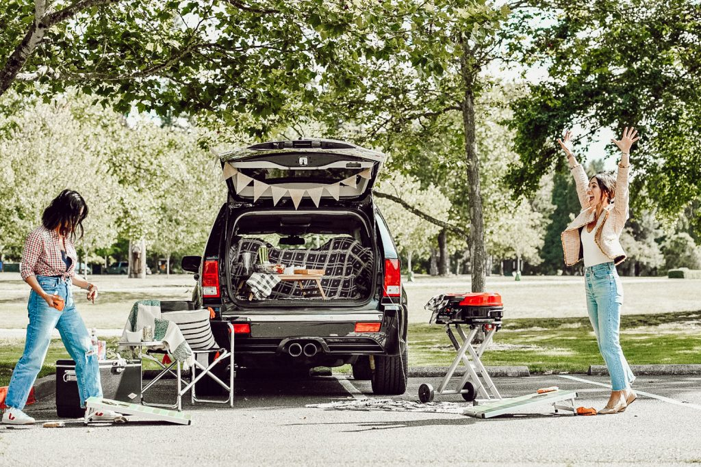 how to create the perfect tailgate party
