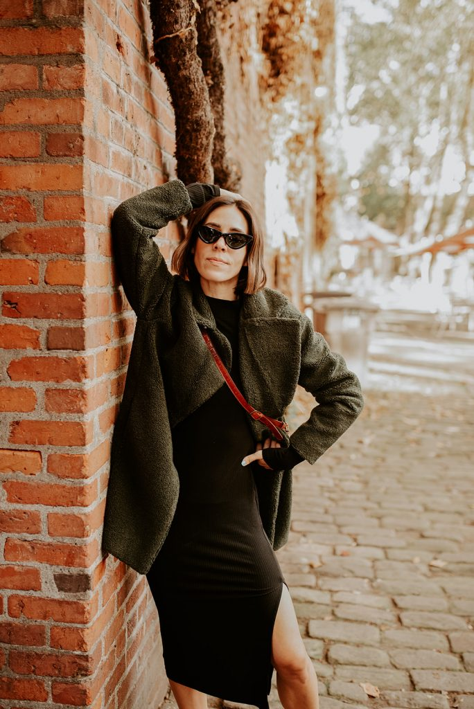 Seattle Blogger Sportsanista wearing The Drop Teddy Coat and Faux Croc Belt Bag