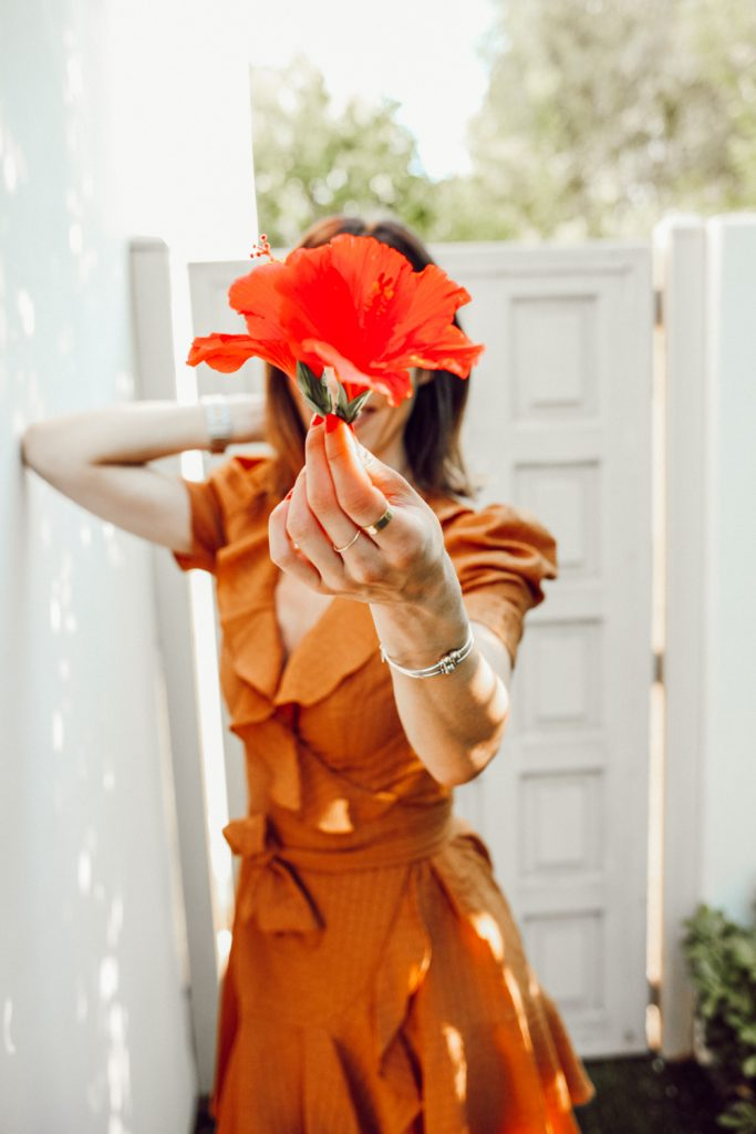 Blogger Mary Krosnjar wearing Gold Ring from Aurate
